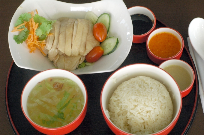 https://en.wikipedia.org/wiki/Hainanese_chicken_rice